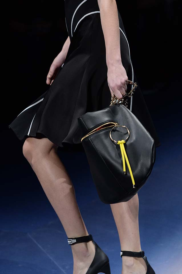 Versace-fw17-rtw-fall-winter-2017-18-accessories-details-collection (80)-black-bag