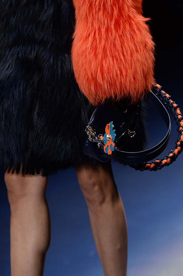 Versace-fw17-rtw-fall-winter-2017-18-accessories-details-collection (82)-fur-sleeves