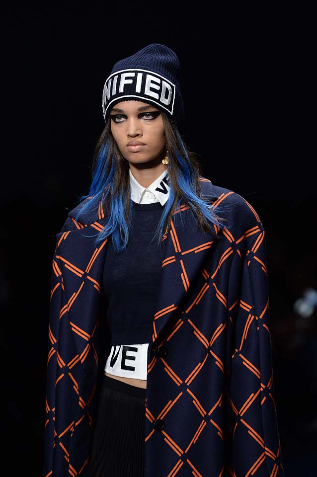 Versace-fw17-rtw-fall-winter-2017-18-accessories-details-collection (85)-text-beanie