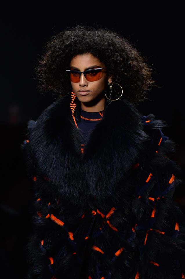 Versace-fw17-rtw-fall-winter-2017-18-accessories-details-collection (87)-sunglasses-fur