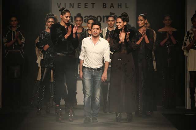 Vineet-bahl-aifw17-amazon-india-fashion-week-2017-collection-dresses-9-black-outfits