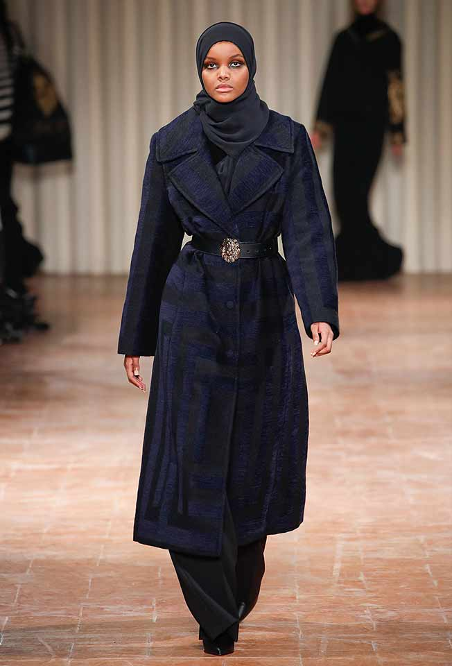 alberta-ferretti-abaya-fashion-hijab-muslim-women-style (11)-coat-velvet-stripes-black-scarf