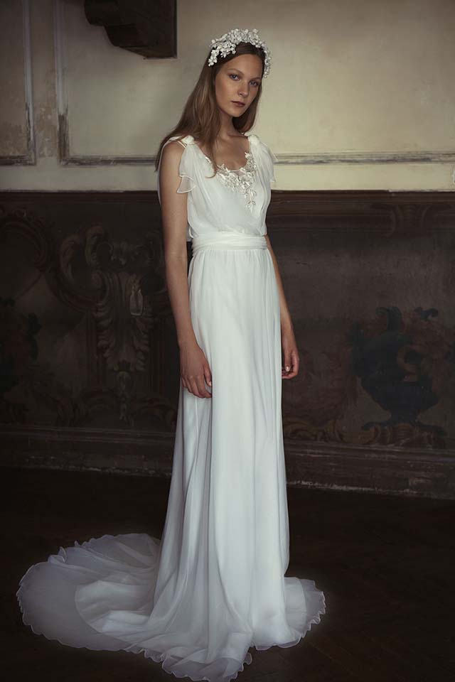 alberta-ferretti-bridal-fall-winter-2017-collection (9)-long-trail-gown-hair-accessory