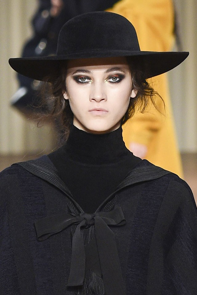 alberta-ferretti-fashion-week-ready-to-wear-colored-eyeshadow-fall-winter-2017-2018