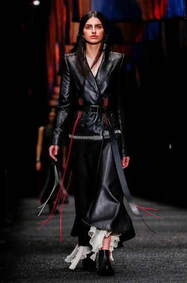 alexander-mcqueen-fw-17-fall-winter-2017-18-collection (1)-black-leather-dress