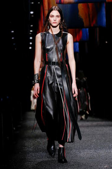alexander-mcqueen-fw-17-fall-winter-2017-18-collection (2)-leather-dress-hair