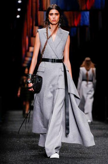 alexander-mcqueen-fw-17-fall-winter-2017-18-collection (21)-grey -suit