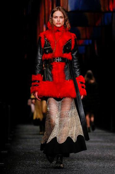 alexander-mcqueen-fw-17-fall-winter-2017-18-collection (24)-fur-red-sheer-skirt
