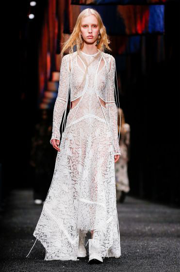 alexander-mcqueen-fw-17-fall-winter-2017-18-collection (40)-beautiful-white-gown