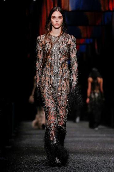 alexander-mcqueen-fw-17-fall-winter-2017-18-collection (44)-black-metallic-sheer-fringed-jumpsuit