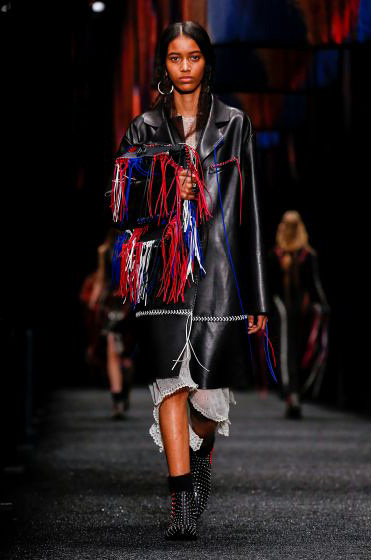 alexander-mcqueen-fw-17-fall-winter-2017-18-collection (5)-fringes-bag