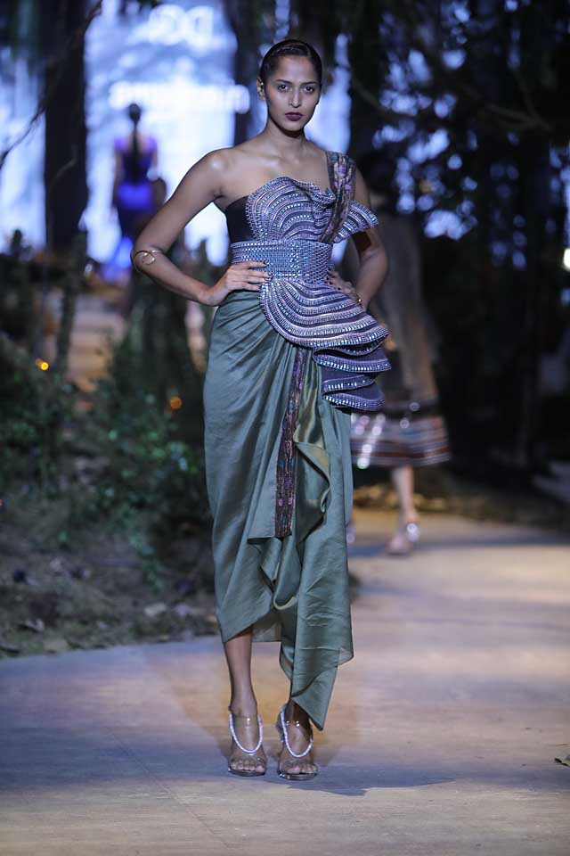 amit-aggarwal-amazon-india-fashion-week-2017-dress-indian (12)-layered-dress