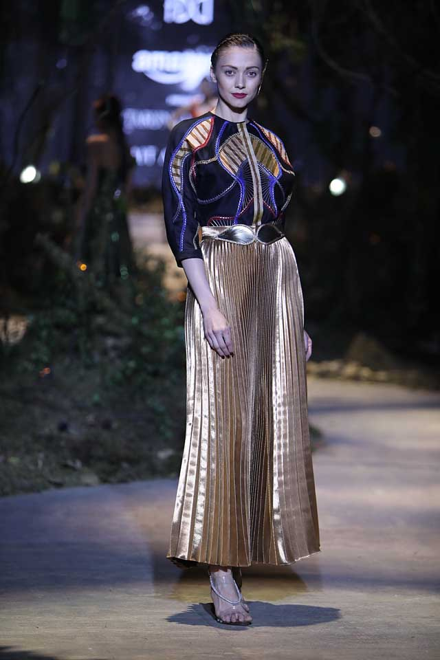 amit-aggarwal-amazon-india-fashion-week-2017-dress-indian (17)-pleated-gold-dress