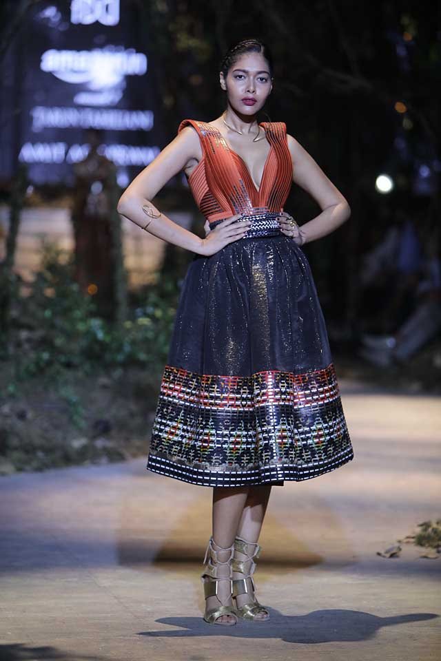amit-aggarwal-amazon-india-fashion-week-2017-dress-indian (18)-black-dress