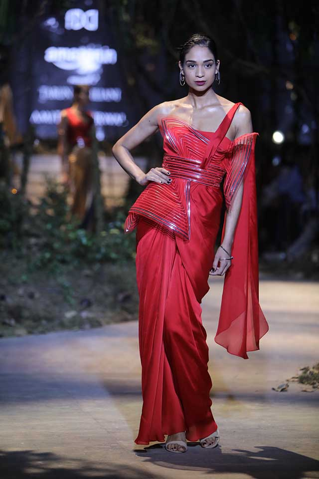 amit-aggarwal-amazon-india-fashion-week-2017-dress-indian (20)-saree-blouse-red