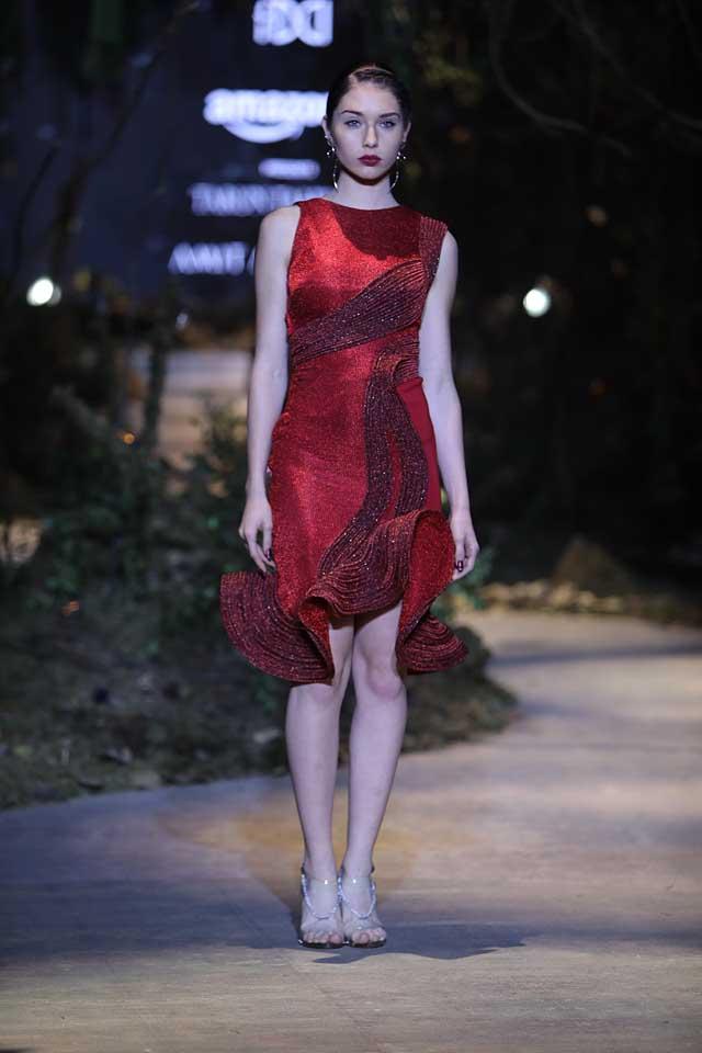 amit-aggarwal-amazon-india-fashion-week-2017-dress-indian (23)-red-shimmer-dress