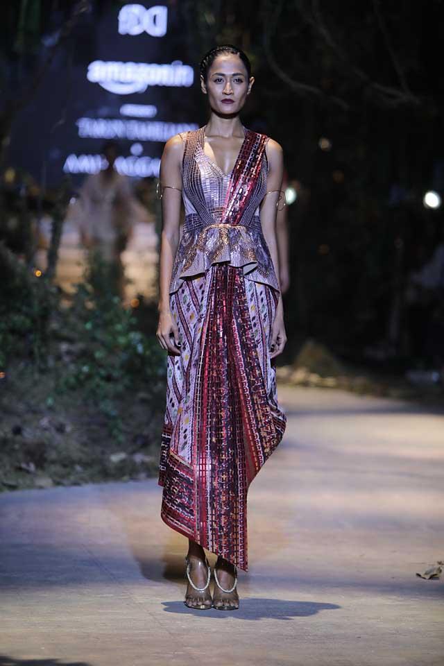 amit-aggarwal-amazon-india-fashion-week-2017-dress-indian (24)-saree-draping-dress