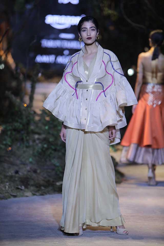 amit-aggarwal-amazon-india-fashion-week-2017-dress-indian (25)-saree-poncho-coat