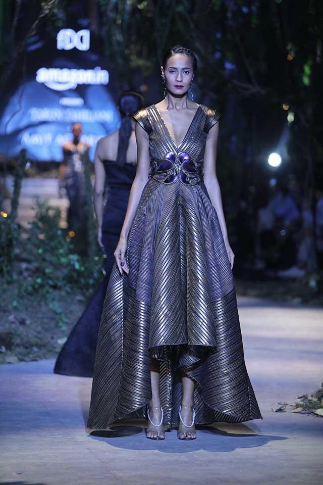 amit-aggarwal-amazon-india-fashion-week-2017-dress-indian (3)-asymmetric-metallic-plunging-neckline-gown
