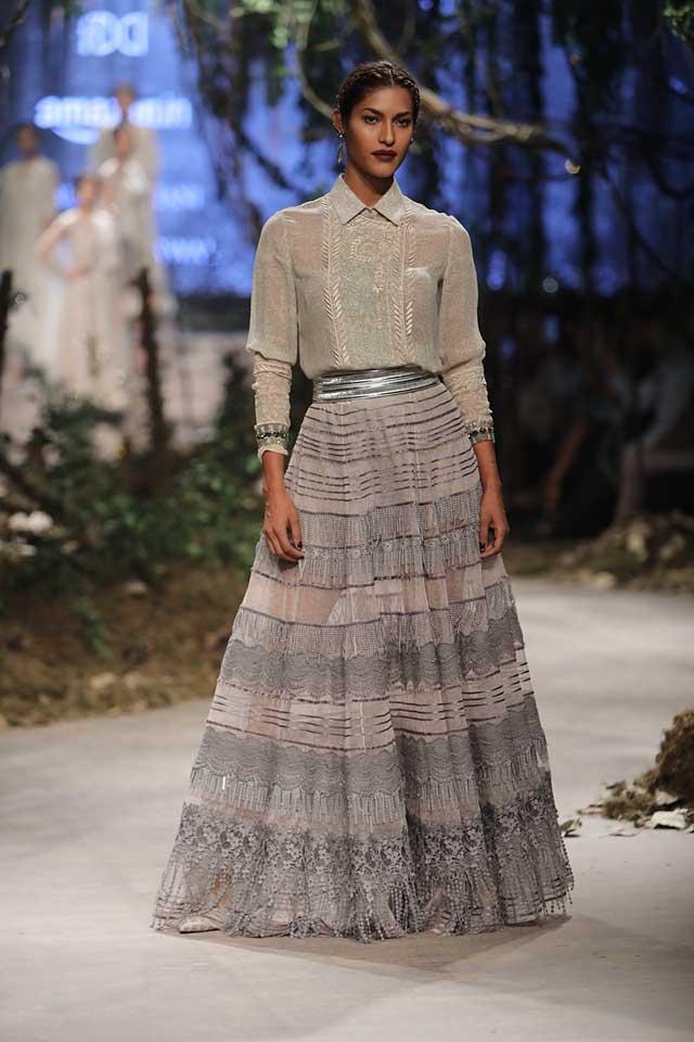 amit-aggarwal-amazon-india-fashion-week-2017-dress-indian (31)-grey-skirt