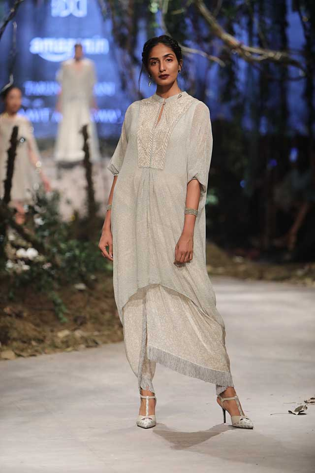 amit-aggarwal-amazon-india-fashion-week-2017-dress-indian (34)-shimmer-outfit