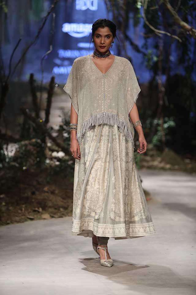 amit-aggarwal-amazon-india-fashion-week-2017-dress-indian (36)-fringes-top-skirt
