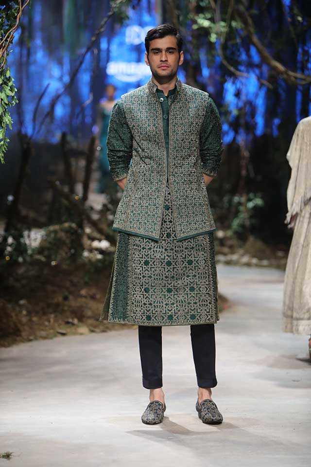 amit-aggarwal-amazon-india-fashion-week-2017-dress-indian (38)-printed-kurta