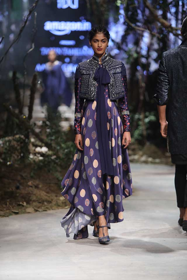 amit-aggarwal-amazon-india-fashion-week-2017-dress-indian (43)-purple-polka-dots-high-low-gown-jacket