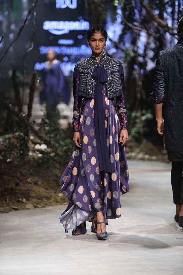amit-aggarwal-amazon-india-fashion-week-2017-dress-indian (43)-purple-polka-dots-high-low-gown-jacket