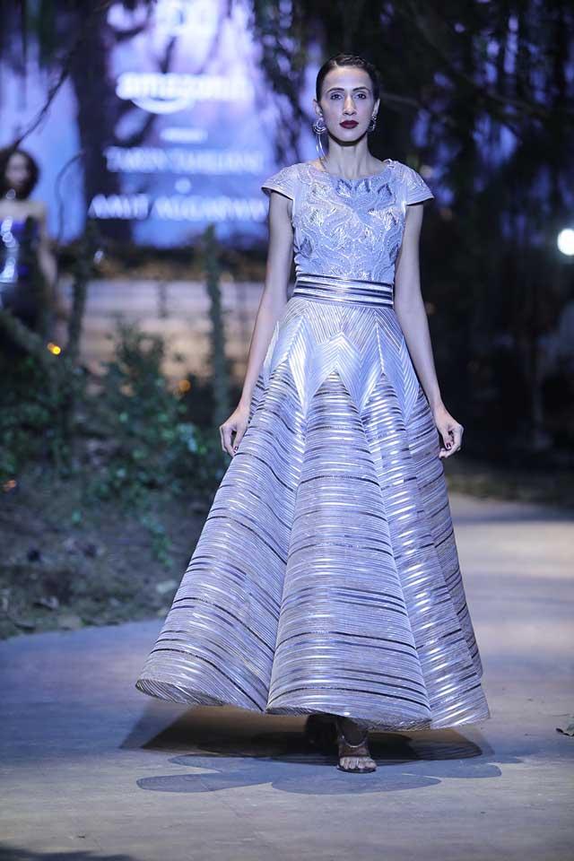 amit-aggarwal-amazon-india-fashion-week-2017-dress-indian (5)-belt-metallic-gown