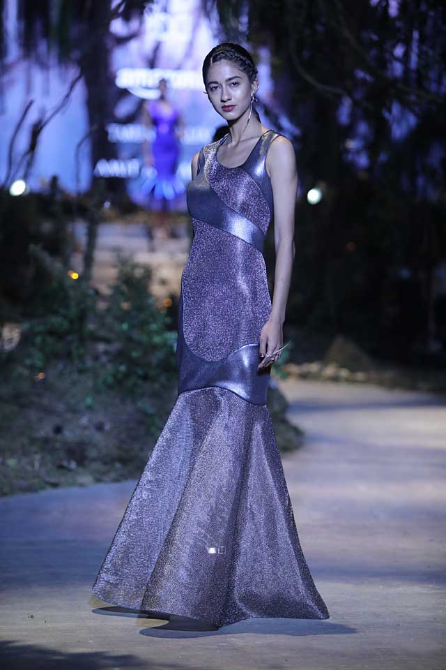 amit-aggarwal-amazon-india-fashion-week-2017-dress-indian (6)-shimmer-patchwork-gown