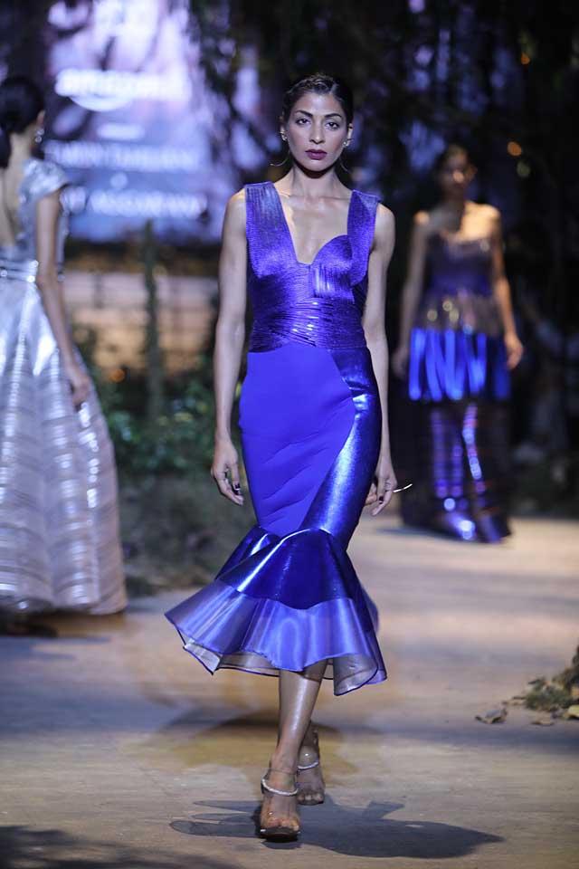 amit-aggarwal-amazon-india-fashion-week-2017-dress-indian (7)-blue-gown-dress