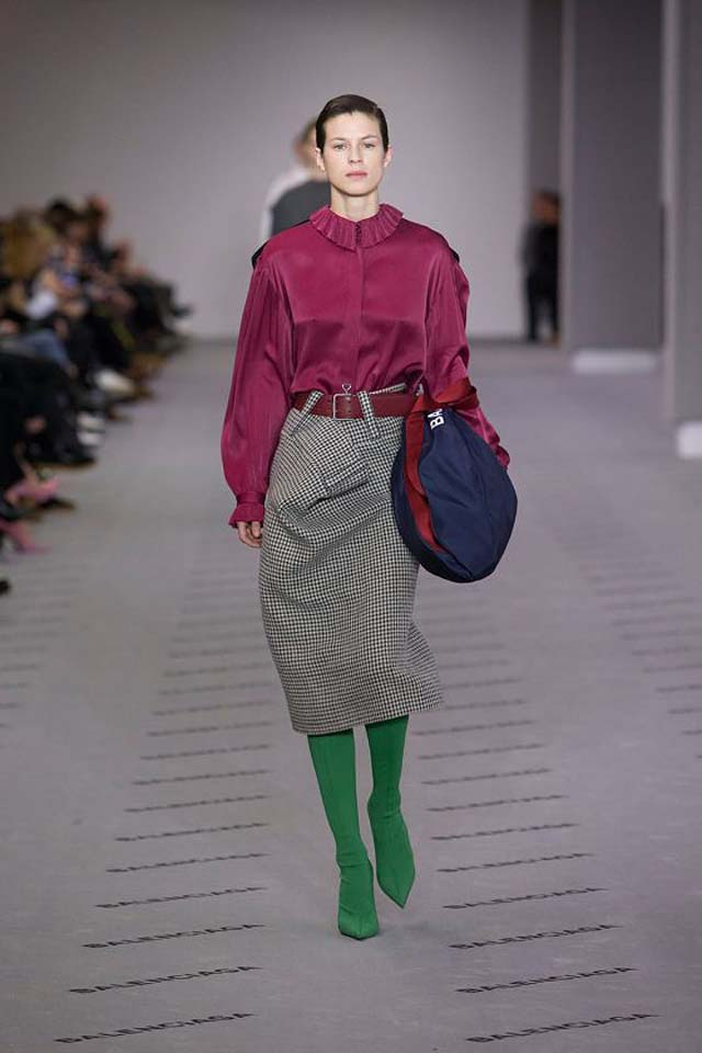 balenciaga-fw17-rtw-fall-winter-2017-18-collection (11)-collar-green-boots