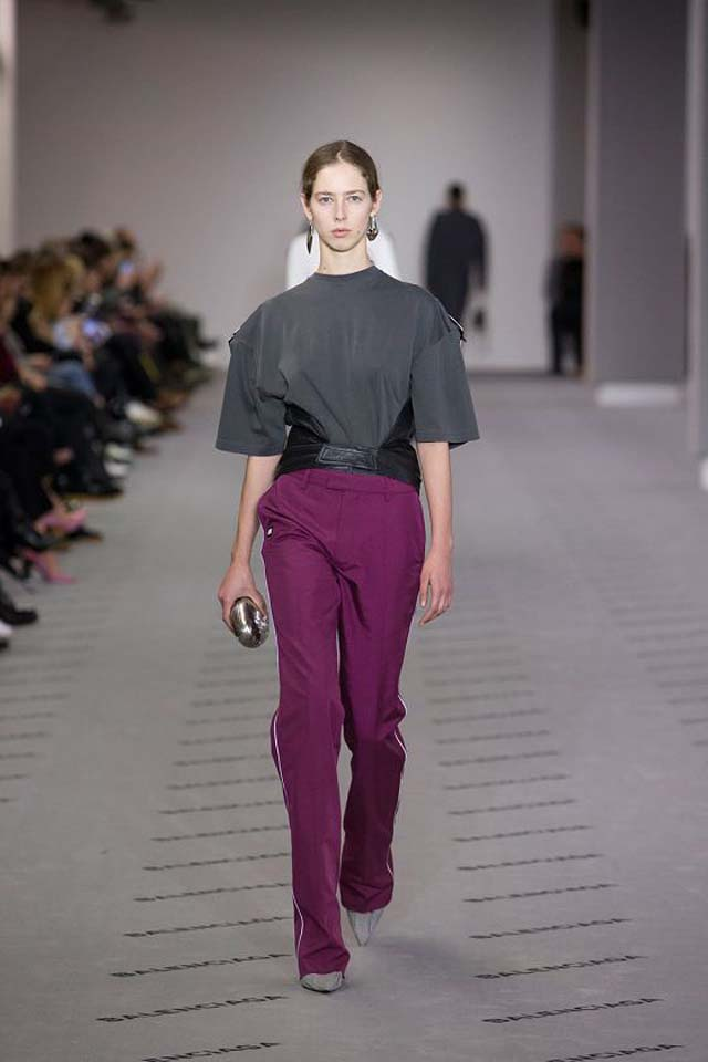 balenciaga-fw17-rtw-fall-winter-2017-18-collection (12)-pink-pant-grey-top