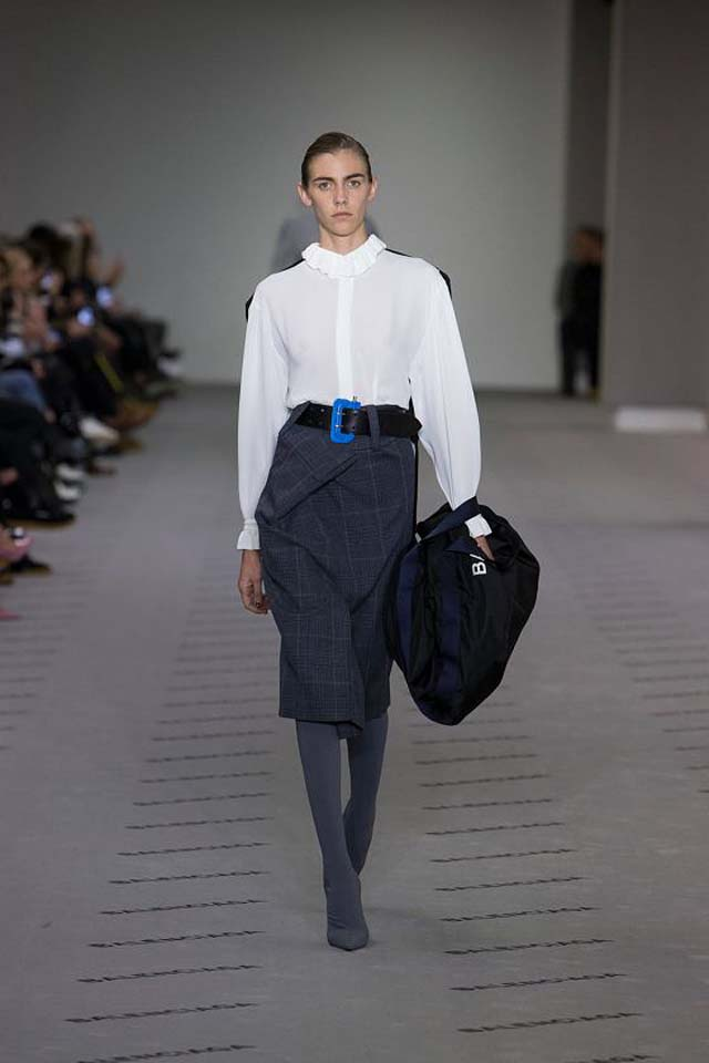balenciaga-fw17-rtw-fall-winter-2017-18-collection (13)-white-top-skirt