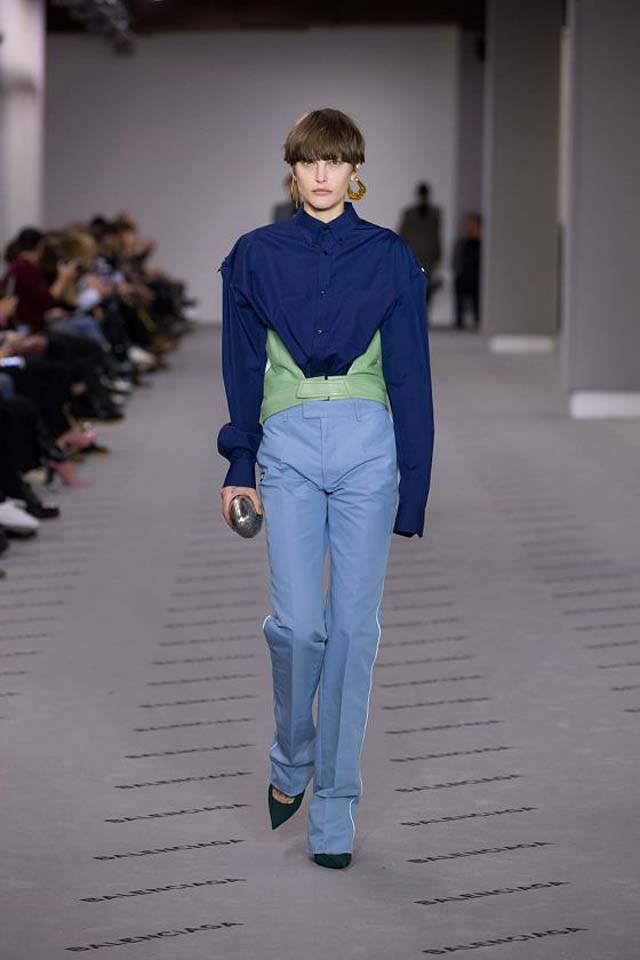 balenciaga-fw17-rtw-fall-winter-2017-18-collection (16)-green-shoes-blue-outfit
