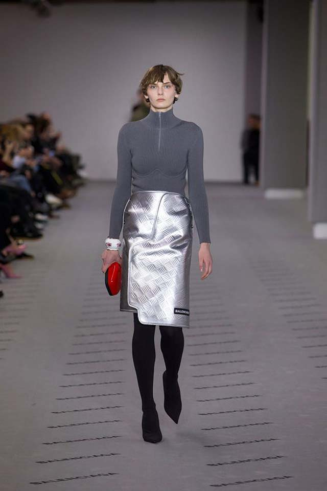 balenciaga-fw17-rtw-fall-winter-2017-18-collection (18)-metallic-skirt