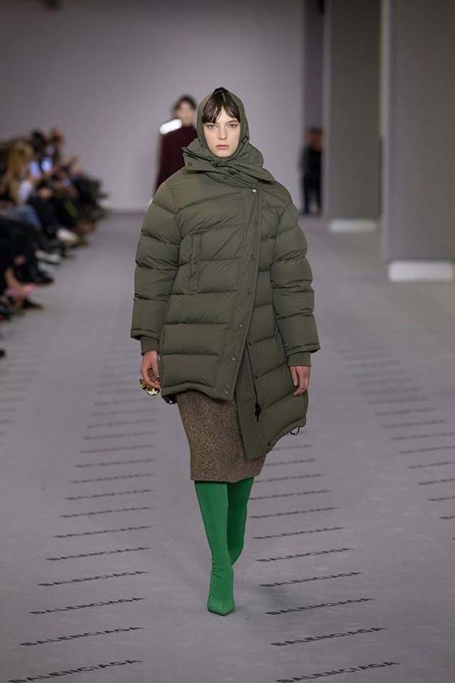 balenciaga-fw17-rtw-fall-winter-2017-18-collection (19)-green-asymmetric-parka