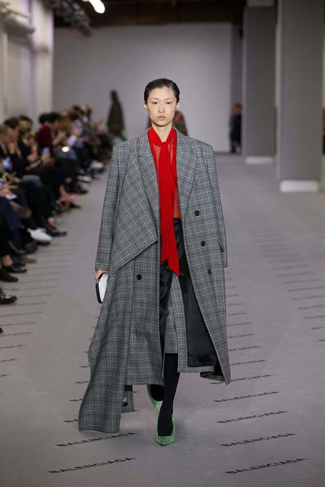 balenciaga-fw17-rtw-fall-winter-2017-18-collection (29)-checkered-coat