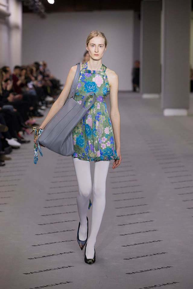 balenciaga-fw17-rtw-fall-winter-2017-18-collection (35)-blue-floral-printed-top