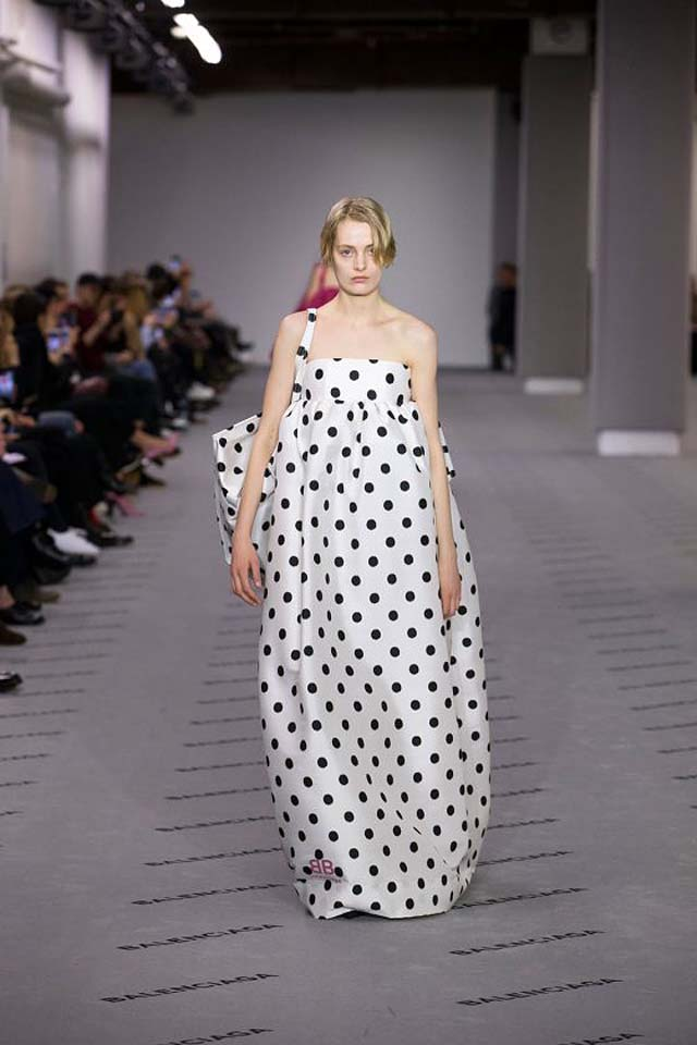 balenciaga-fw17-rtw-fall-winter-2017-18-collection (39)-polka-dots-silk-flowy-gown-bag