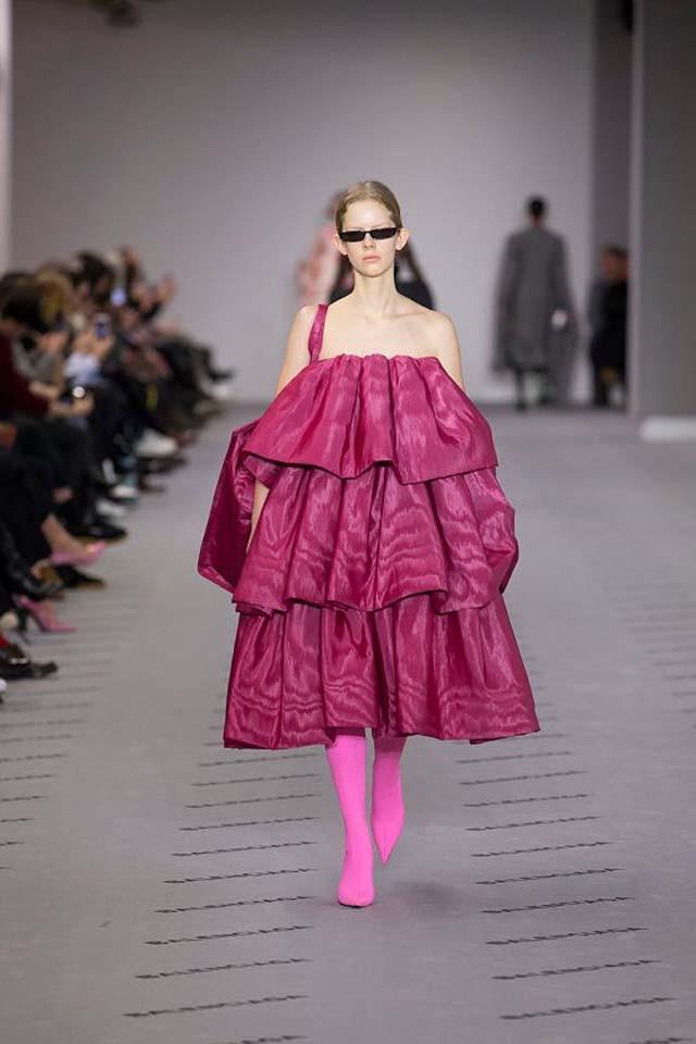 balenciaga-fw17-rtw-fall-winter-2017-18-collection (40)-ruffles-pink-dress-sunglasses