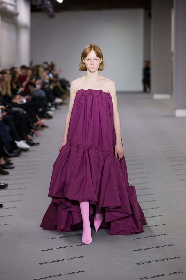 balenciaga-fw17-rtw-fall-winter-2017-18-collection (47)-asymmetric-pink-dress