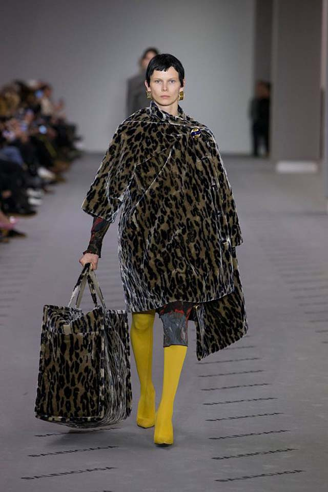 balenciaga-fw17-rtw-fall-winter-2017-18-collection (5)-leopard-print-coat