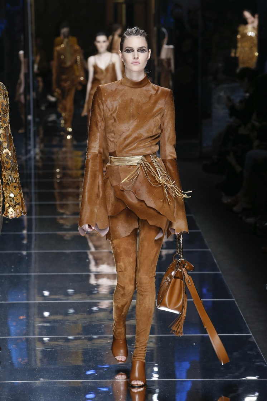 balmain-fw17-rtw-fall-winter-2017-18-collection (24)-leather-top-bag
