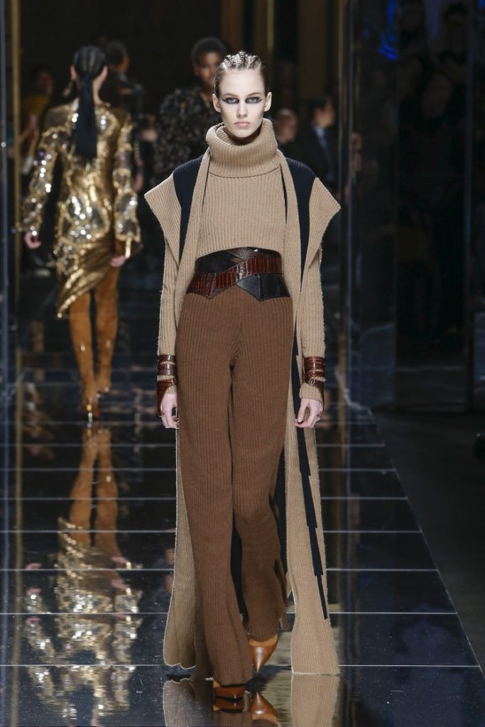 balmain-fw17-rtw-fall-winter-2017-18-collection (48)-turtleneck-sweater-cape-shoulders