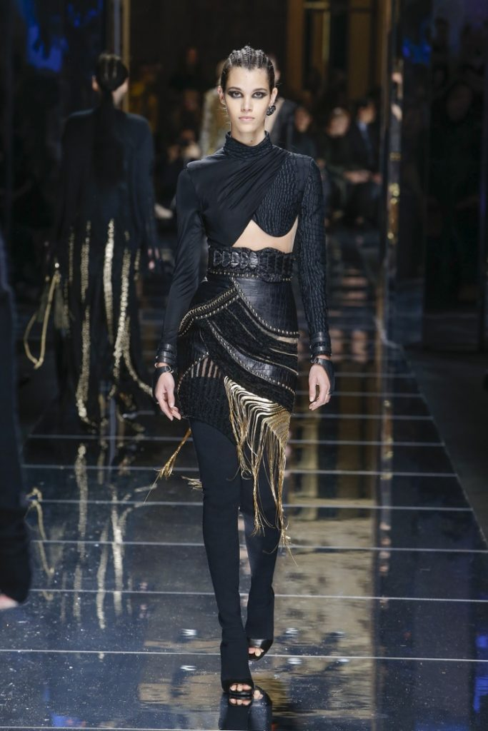 balmain-fw17-rtw-fall-winter-2017-18-collection (62)-black-outfit-golden-fringes