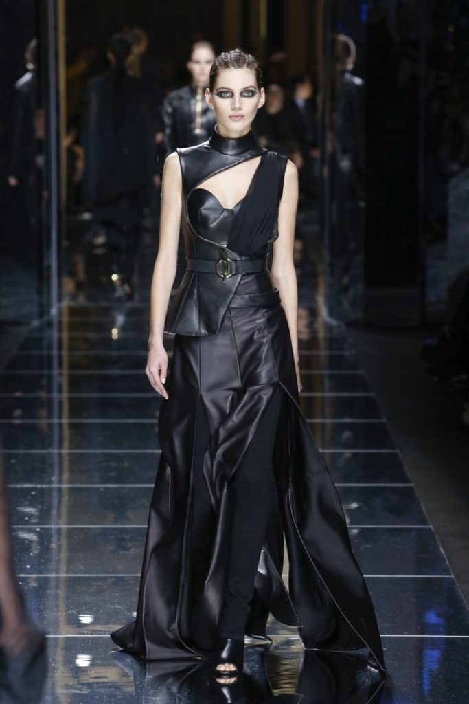 balmain-fw17-rtw-fall-winter-2017-18-collection (76)-black-leather-gown