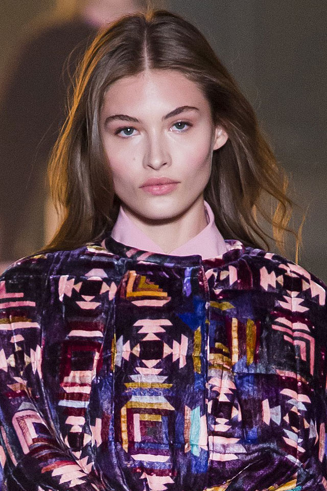best-designer-isabel-marant-hair-trends-style-center-parted-fall-wintet-2017-18