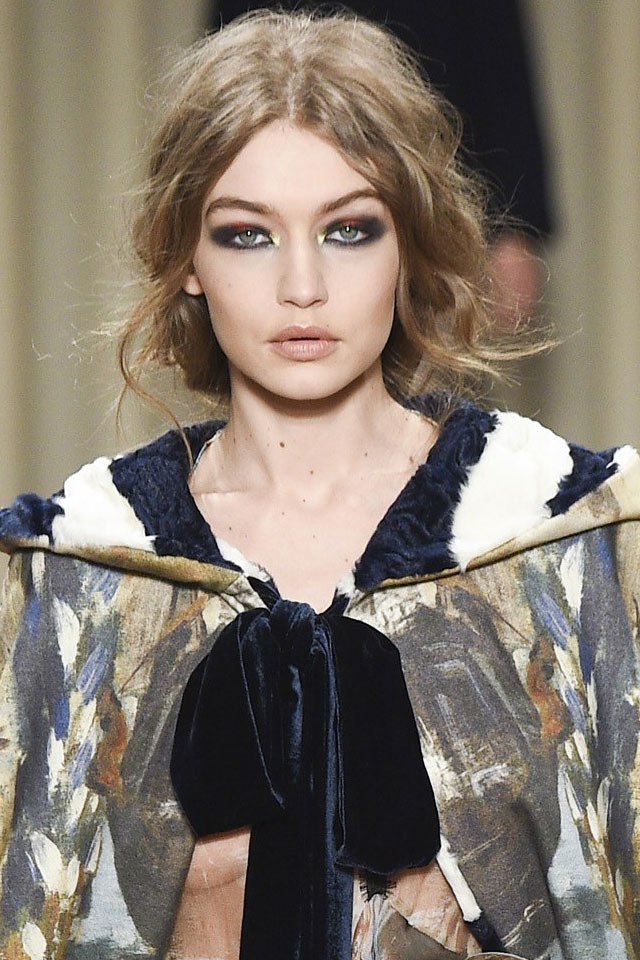 best-makeup-trend-designer-alberta-ferretti-colored-eyeshadow-fall-winter-2017-